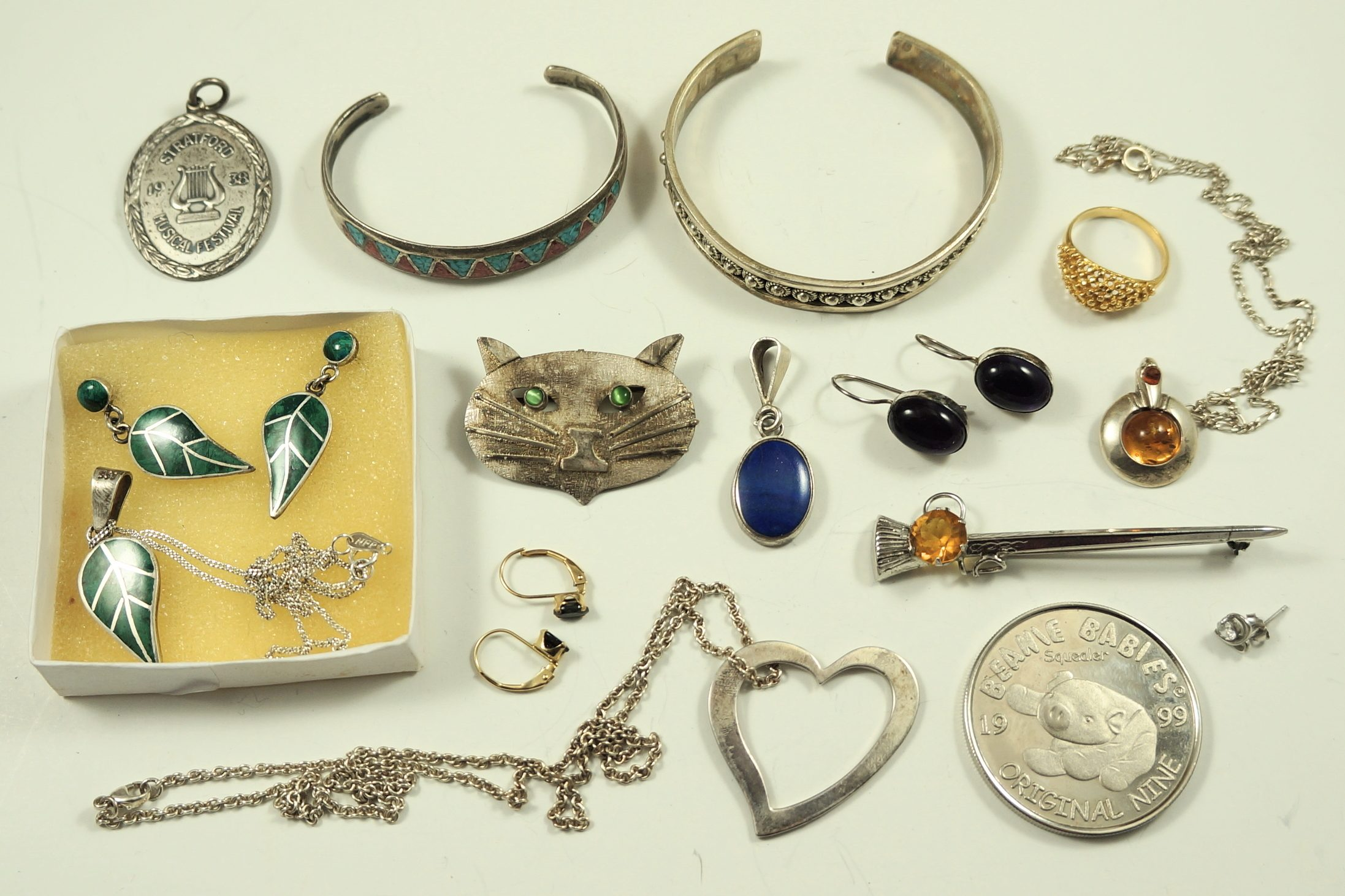 Random jewelry – Things I find in the garbage